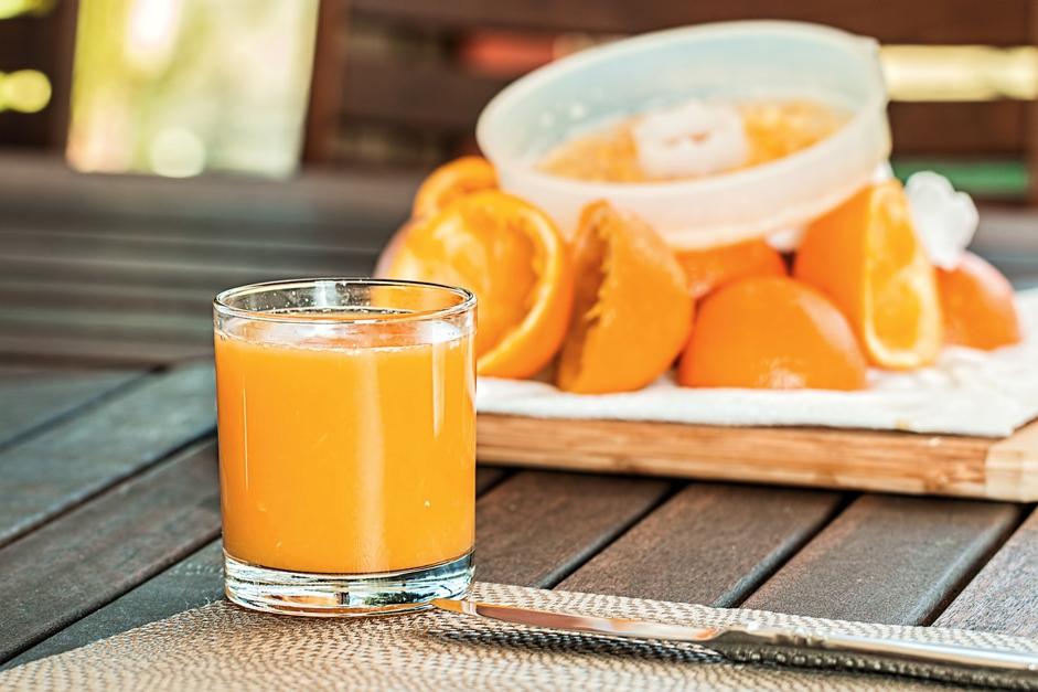 糖質制限中にジュースを飲むことは可能?基本はNGです