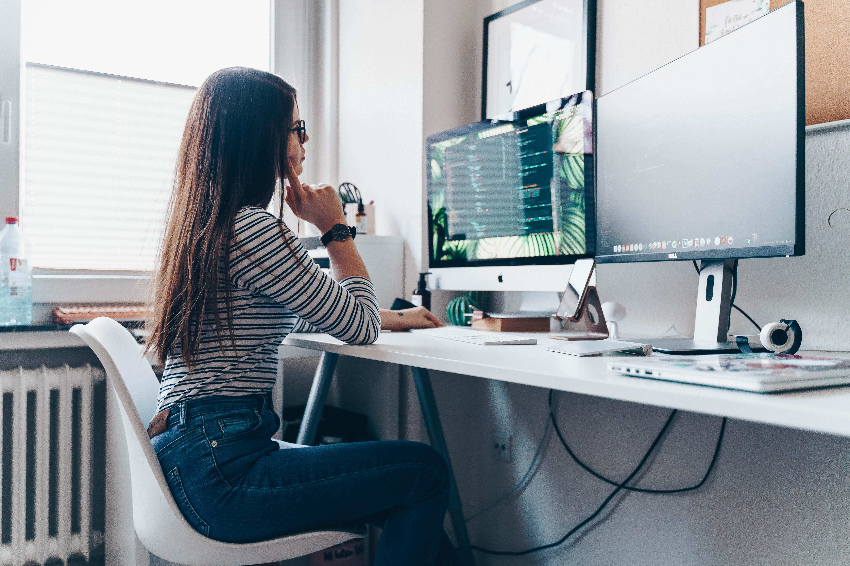 在宅勤務中の気分転換に最適な4つのストレッチ方法