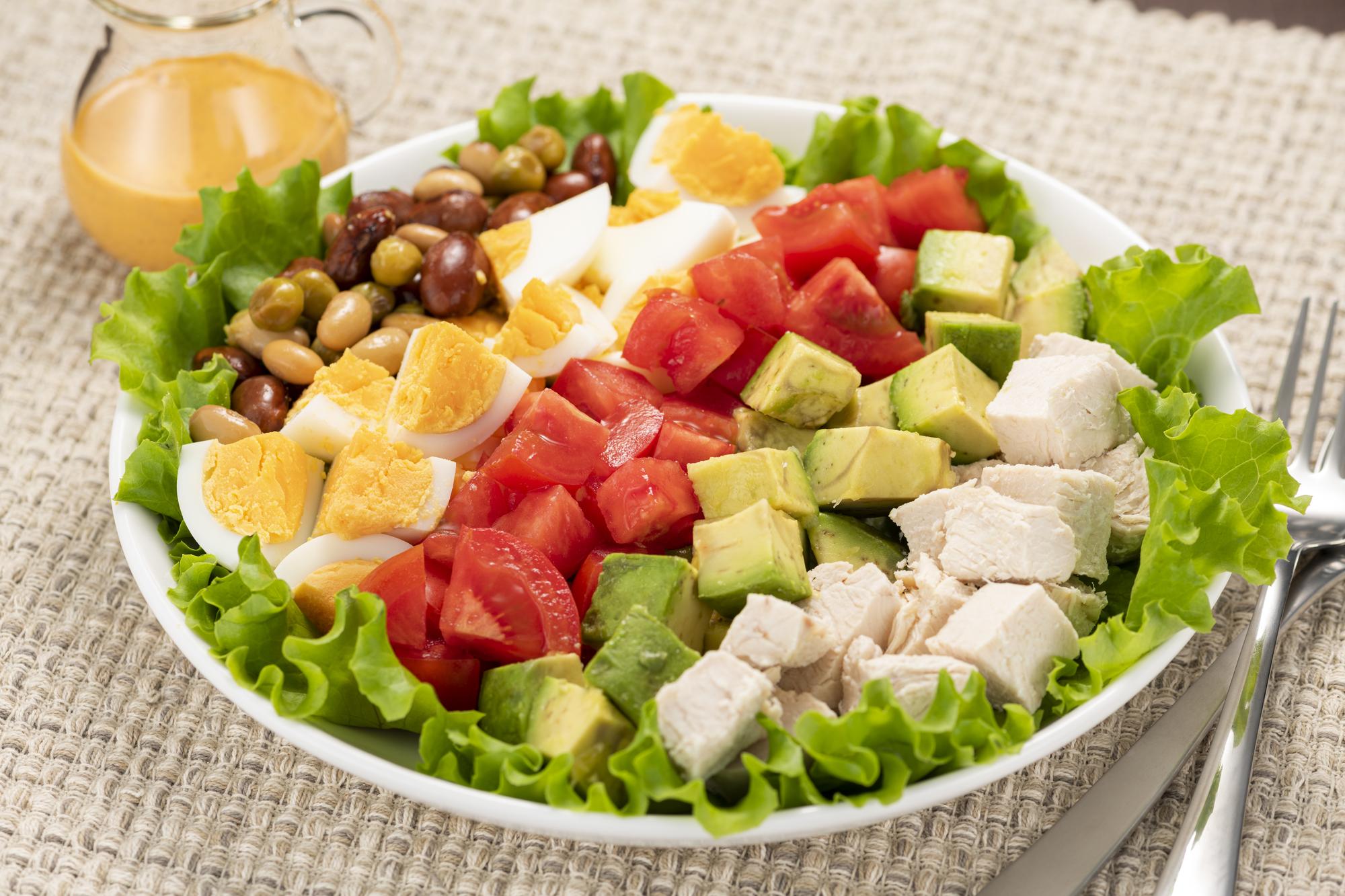筋トレ中は食事にもこだわらないと意味がない!?摂取すべき栄養素とおすすめの食品・メニュー