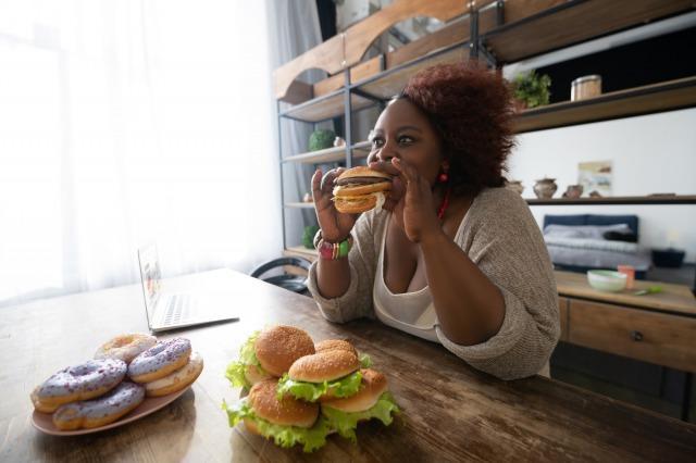 痩せたいのに食べちゃう!その原因と食生活をコントロールするコツを解説